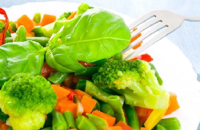 Una dieta baja en calorias alarga la vida