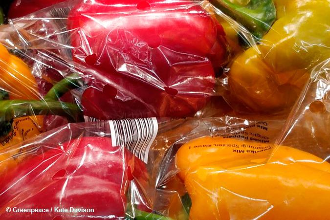 Menos plástico en frutas y verduras por favor ...